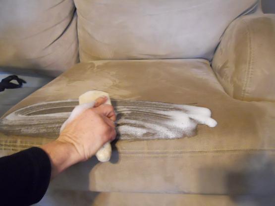 Bí quyết vệ sinh ghế da đệm sofa phòng khách đơn giản