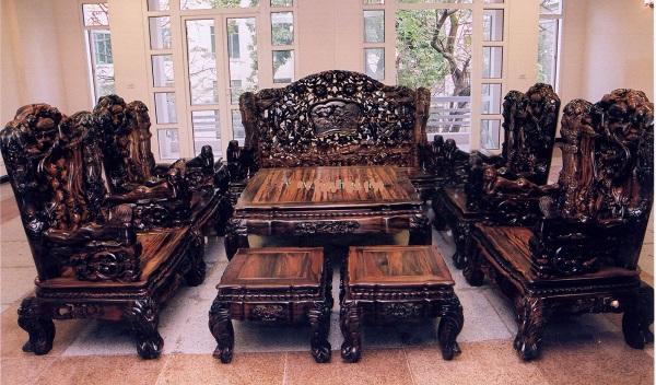 Chọn bàn ghế gỗ chất lượng