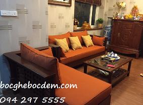 Làm đệm ghế gỗ màu da cam gối trơn sang trọng