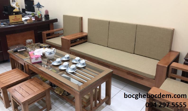 Làm đệm ghế gỗ nhà chị Oanh quận Ba Đình