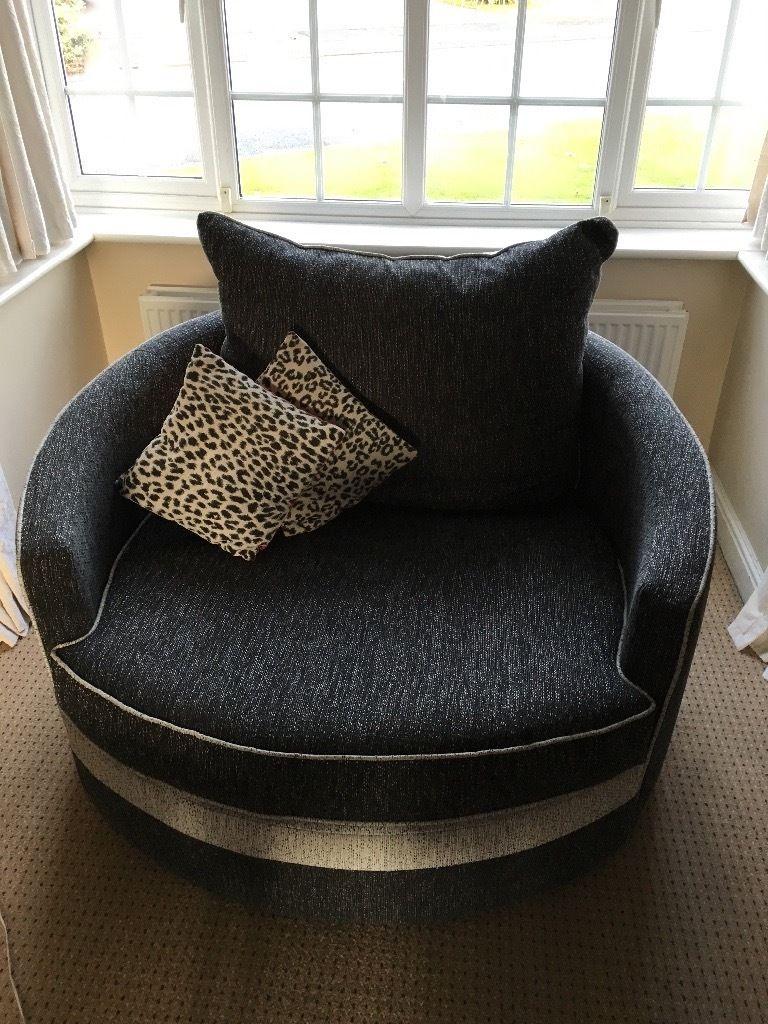 Nên mua ghế sofa gỗ hay nệm cho gia đình và lợi ích mỗi loại