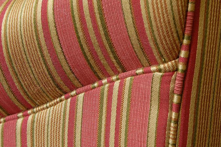 7 cách tái sử dụng vải bọc ghế sofa từ những chiếc ghế dài cũ
