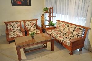 Dịch vụ làm đệm sofa gỗ tại nhà giá rẻ chất lượng như mới