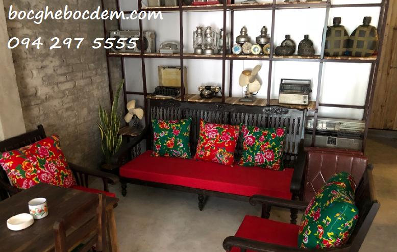 Làm đệm ghế gỗ tại nhà anh Hoàng quận Thanh Xuân, Hà Nội