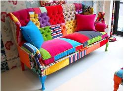 Mẫu ghế sofa pha trộn màu hỗn độn gây sốc năm 2018