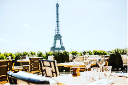 Ngắm thành phố về đêm với những quán cà phê tọa lạc trên sân thượng