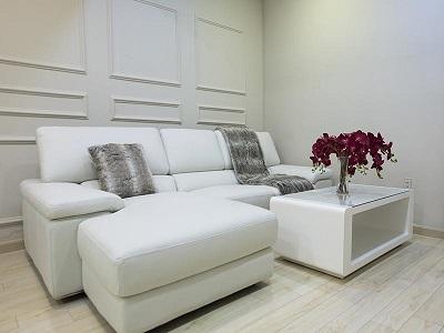 Ưu và nhược điểm của sofa da giả và sofa vải nỉ mà bạn nên biết
